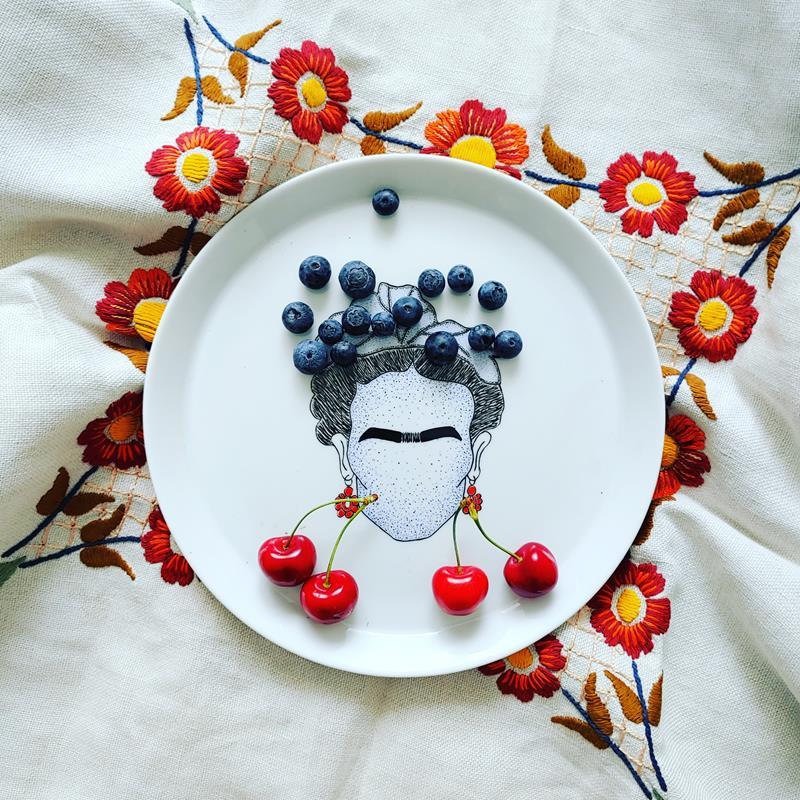 Talerz ręcznie malowany Frida Kahlo