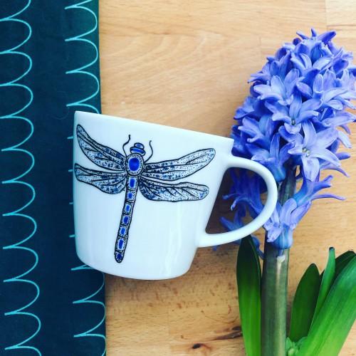 Ręcznie malowana filiżanka do kawy świtezianka błyszcząca ważka