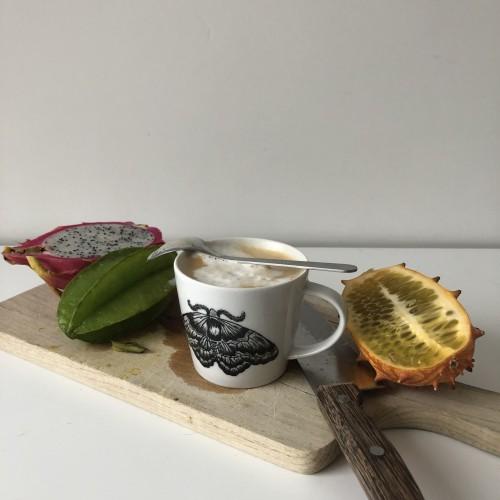 Ręcznie malowana filiżanka do kawy tethea